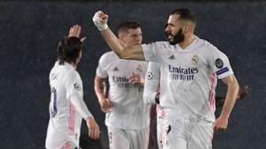 El madridista Benzema celebra el gol en la ida ante el Chelsea.