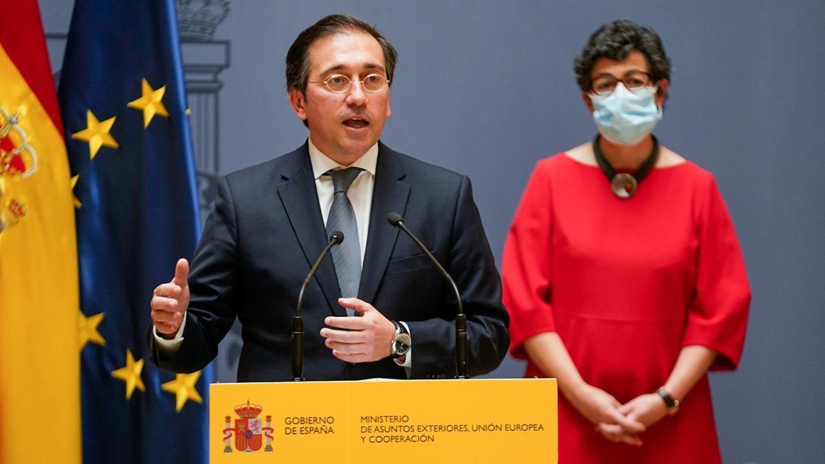 El nuevo ministro de Asuntos Exteriores, Unión Europea y Cooperación, José Manuel Albares, interviene tras recibir la cartera ministerial de manos de su predecesora, Arancha GonzálezLaya, en el Palacio de Santa Cruz.