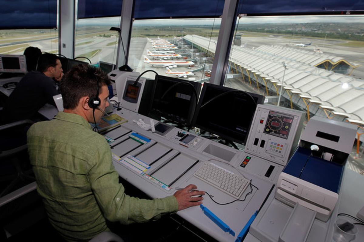 Controladors aeris de l'aeroportde Barajas, en una imatge d'arxiu.