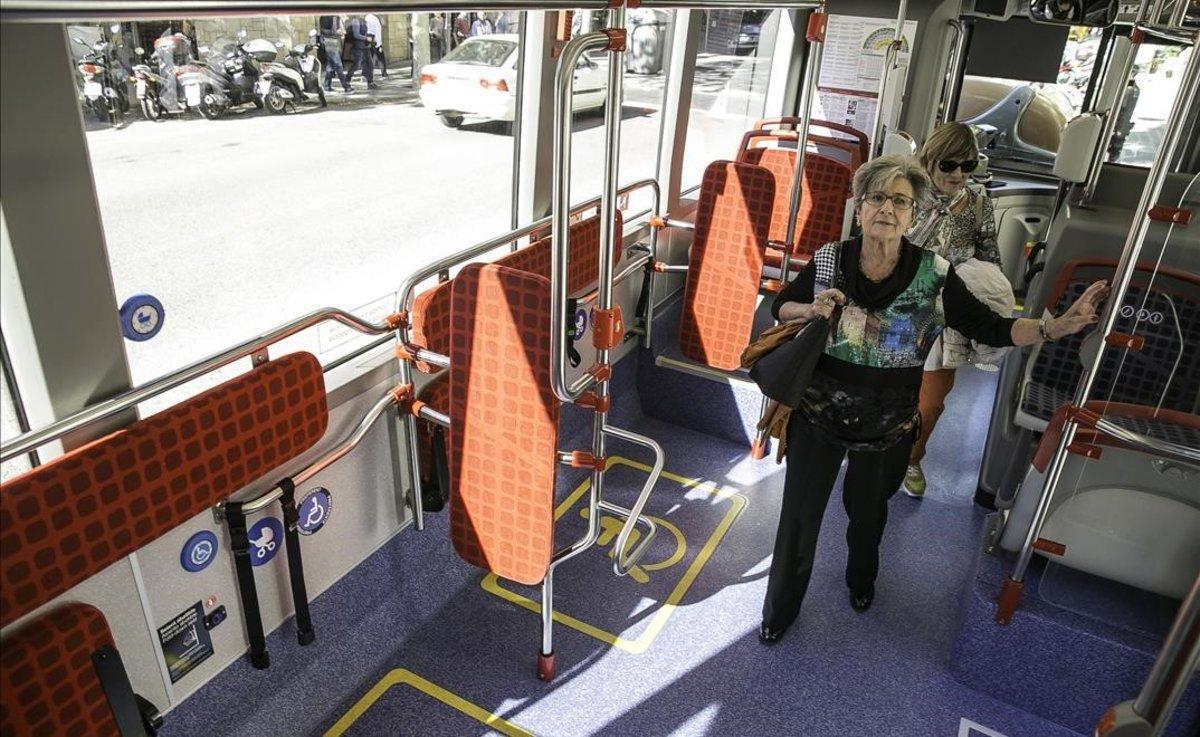 Interior de un bus de TMB.