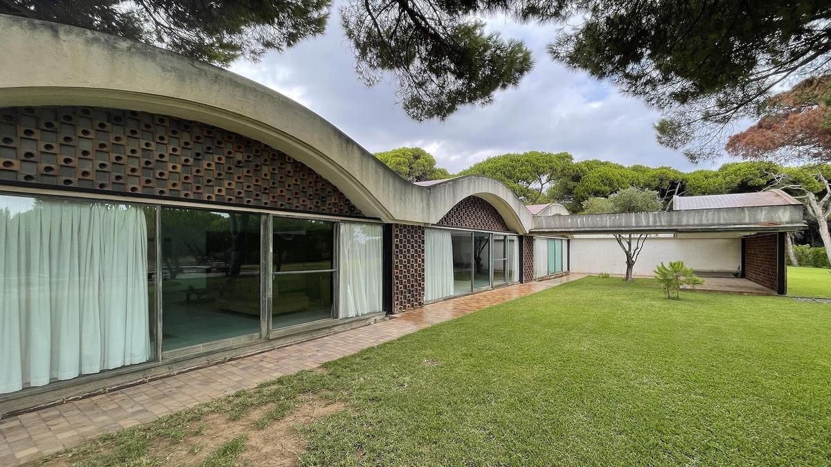 La Casa Gomis, una joya de la arquitectura racionalista catalana.