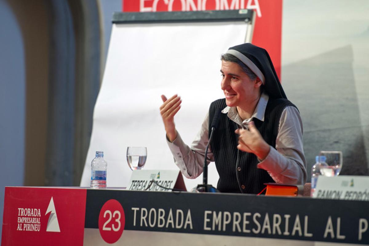 La monja benedictina Teresa Forcades en su ponencia en la 23 Trobada empresarial al Pirineu