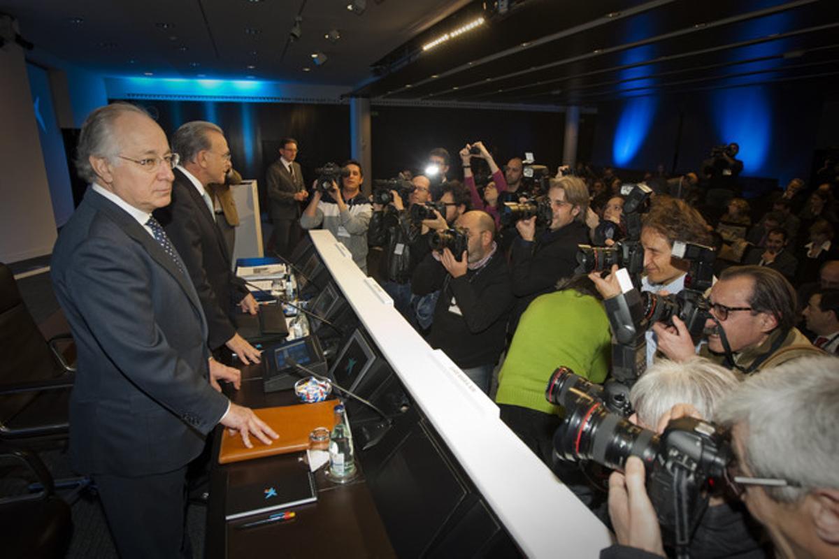 Juan Maria Nin, director general de Caixabank, e Isidre Fainé, presidente, durante la presentación de los resultados del 2012.