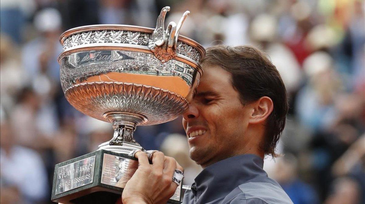 Nadal, con su 12º trofeo de Roland Garros.