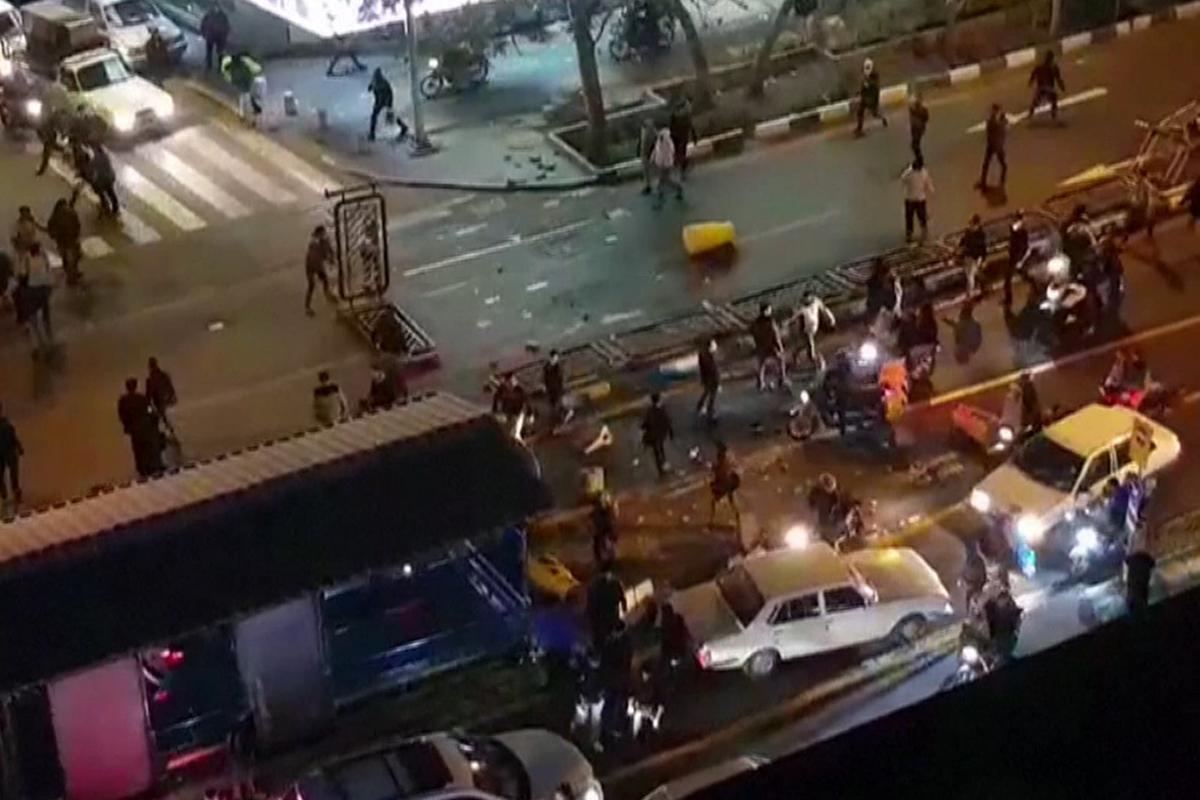 Disturbios en las calles de Teherán.
