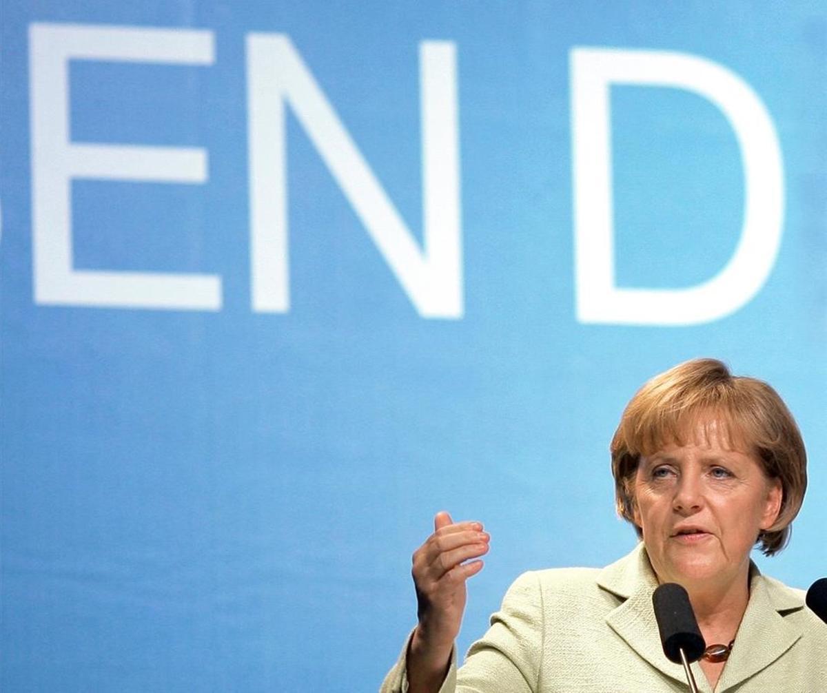 Una fotografía del 9 de setpiembre de 2009, mientras Angela Merkel da un discurso en Magdeburg de cara a las elecciones parlamentarias.