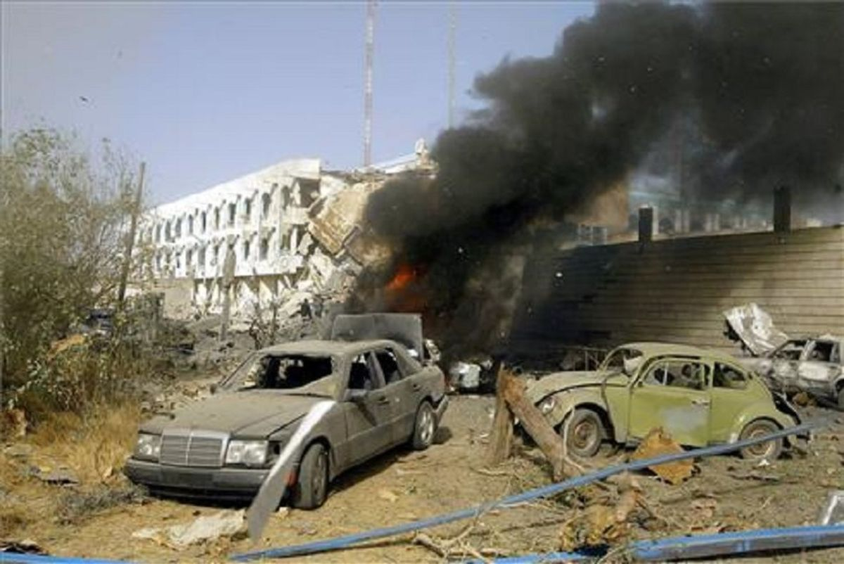 La Multitud Popular aseguró que el vehículo fue blanco de un ataque aéreo.
