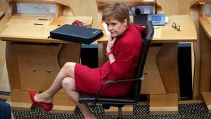 La ministra principal de Escocia, Nicola Sturgeon, en el Parlamento regional.