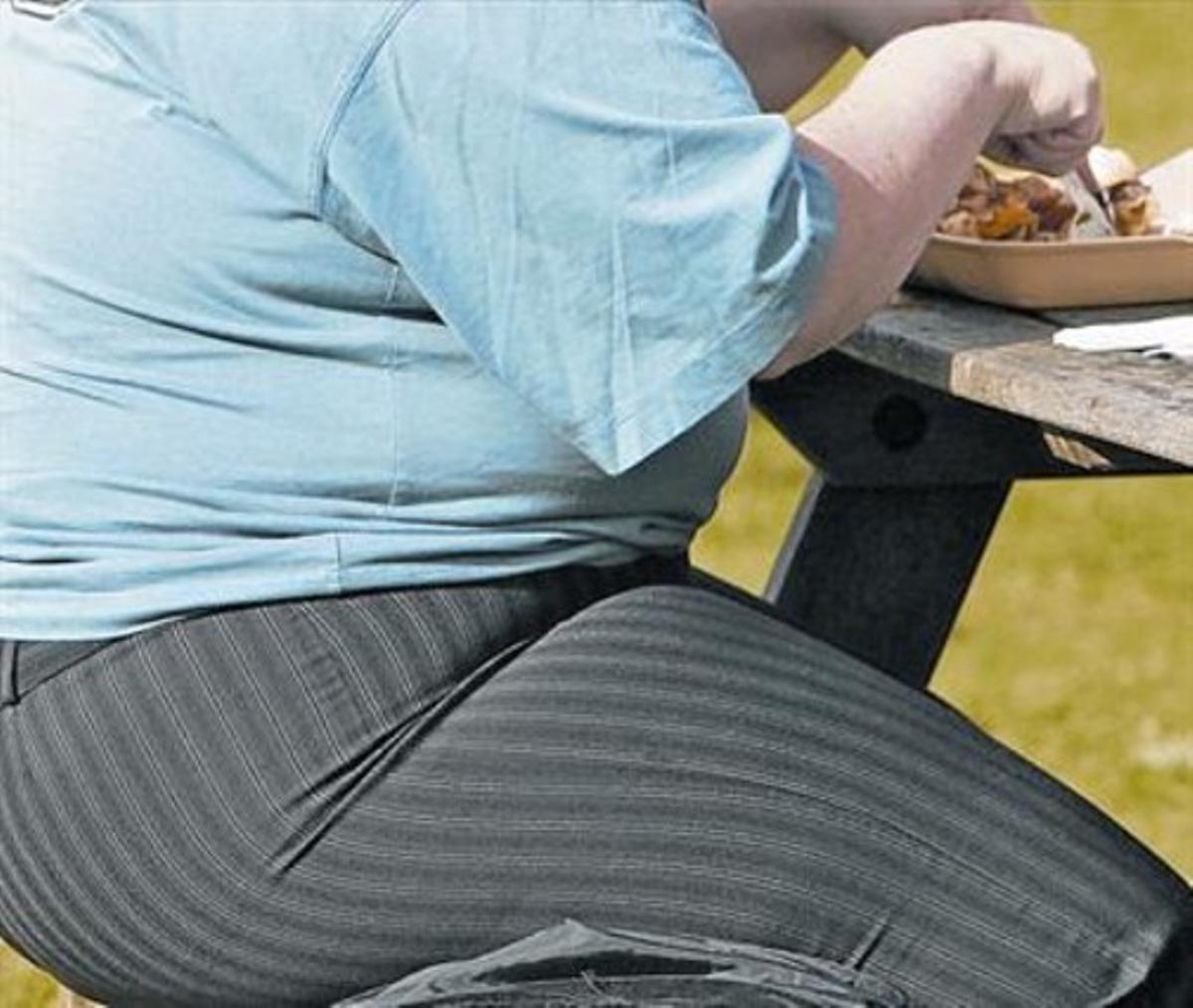 Un hombre obeso.