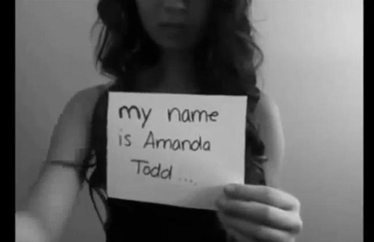 Amanda Todd, en el vídeo que colgó en Youtube.