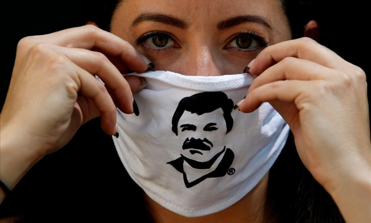 El Chapo' reparte mascarillas y víveres con su cara