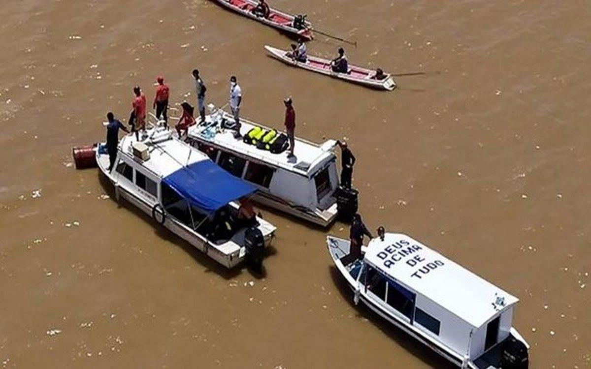 Búsqueda de cuerpos de un naufragio en un río de Brasil.