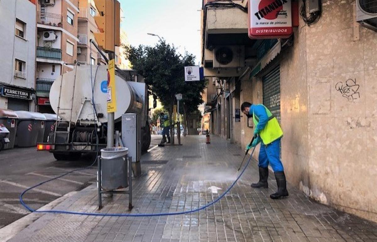 L'Hospitalet de Llobregat reforça el servei municipal de neteja viària