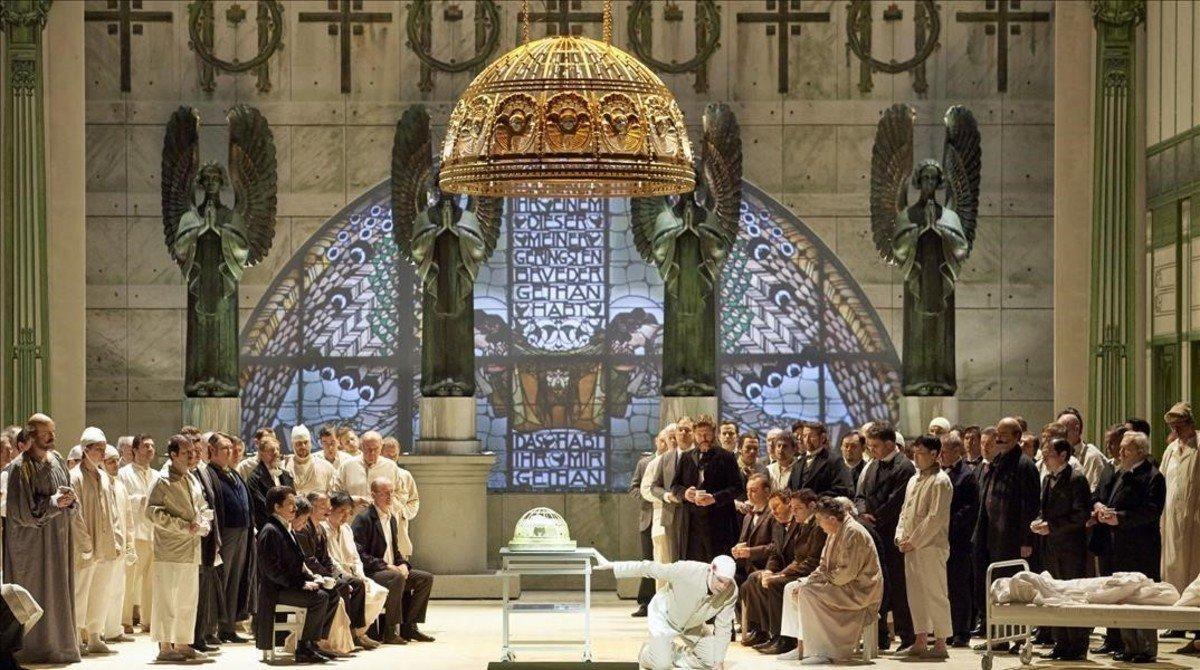 Una escena del primer acto de 'Parsifal', de Richard Wagner,con una puesta en escena de Alvis Hermanis,representada en la Ópera Estatal de Viena.