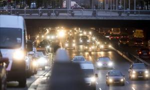 Embotellamiento de coches en los accesos a Barcelona, el pasado noviembre.