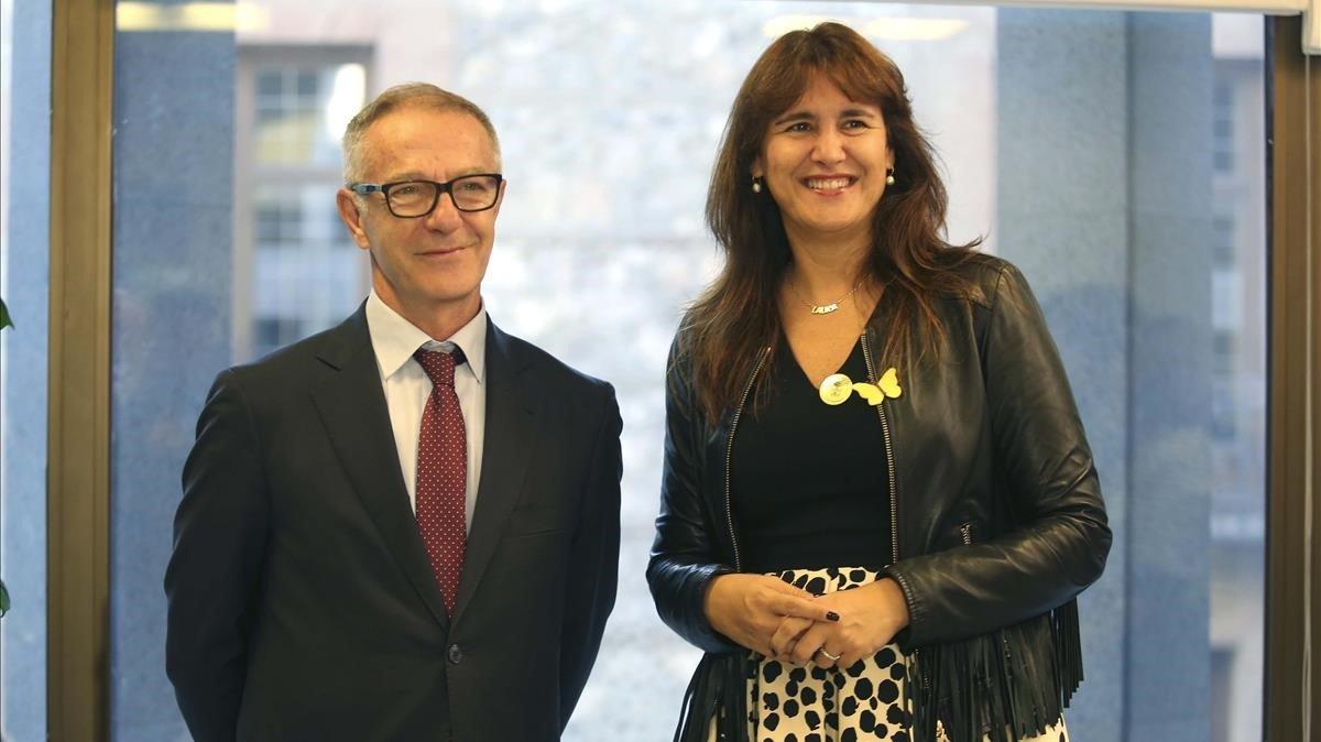 El ministro de Cultura, José Guirao, y la 'consellera' de Cultura de la Generalitat, Laura Borràs, antes de la reunión que han mantenido este miércoles en Madrid.