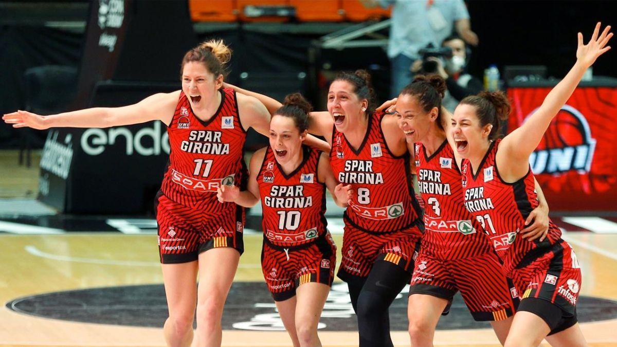 Las jugadoras del Spar Girona celebran el pase a la final.