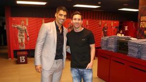 Suárez y Messi en su última imagen en el vestuario del Camp Nou antes de que el uruguayo se fuera al Atlético.