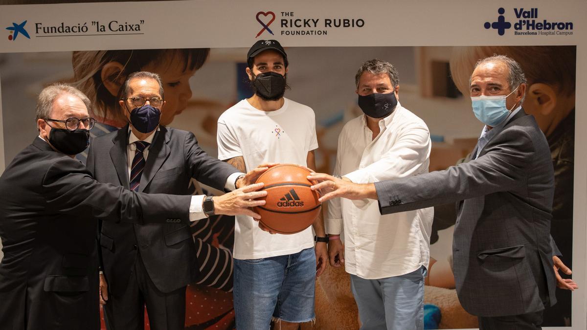 Acuerdo entre las Fundaciones de La Caixa y el jugador de baloncesto Ricky Rubio