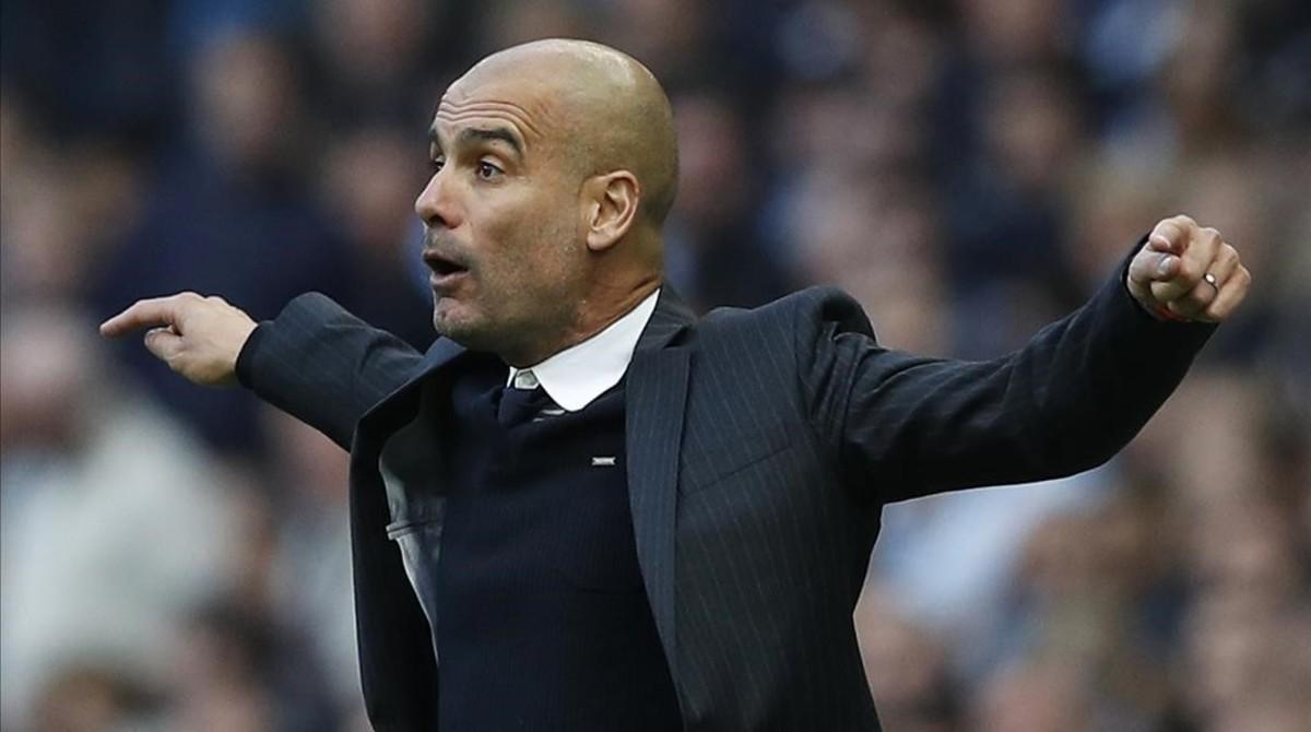 Guardiola gesticula durante el partido contra el Everton.