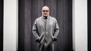 El músico Brian Eno, protagonista de la exposición 'By Chance and Decision' que acogerá en junio el Arts Santa Mònica.