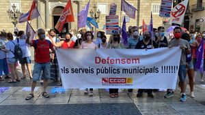 Concentración de trabajadores de Barcelona Activa frente al Ayuntamiento de Barcelona.