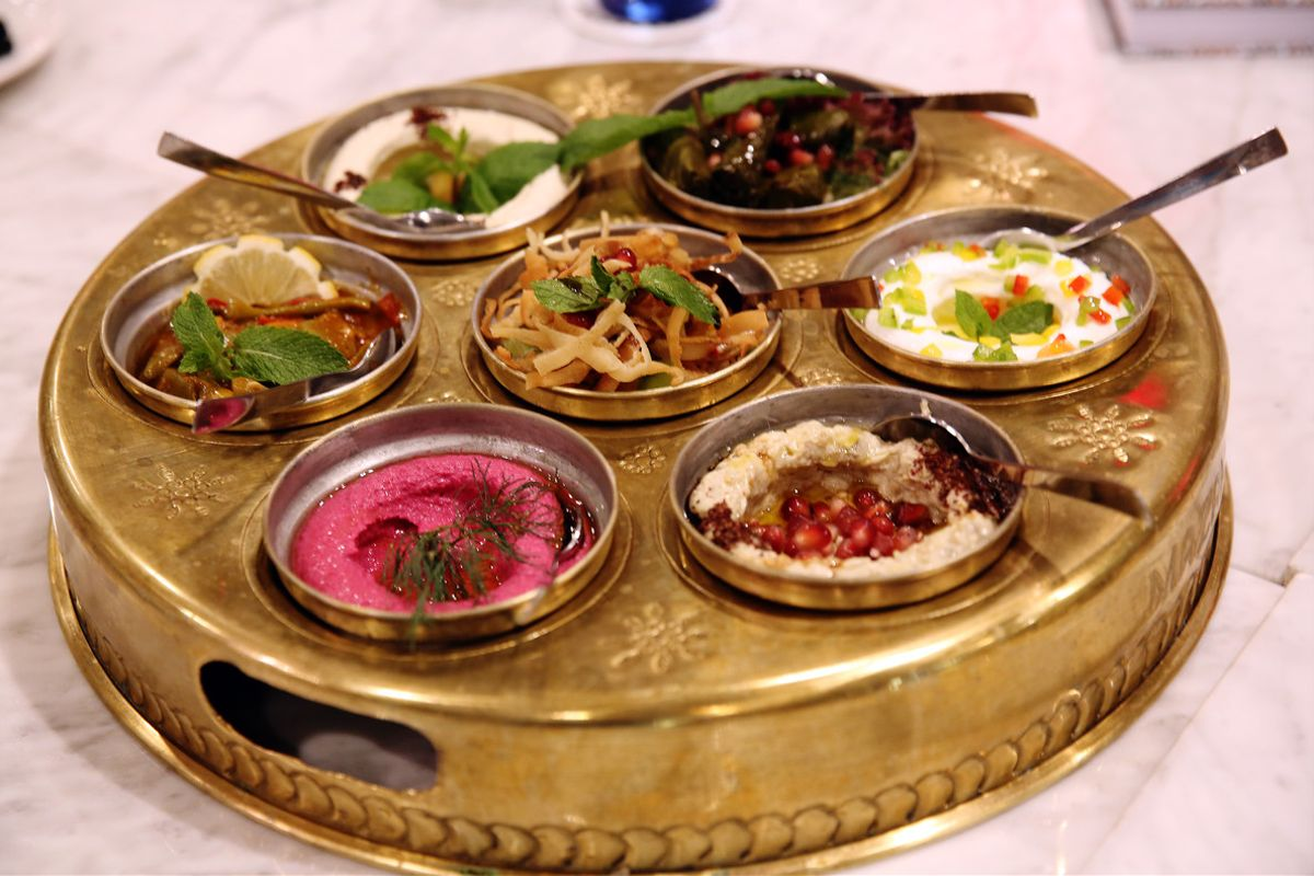 Platillos árabes del restaurante libanés Mazah, en Barcelona.