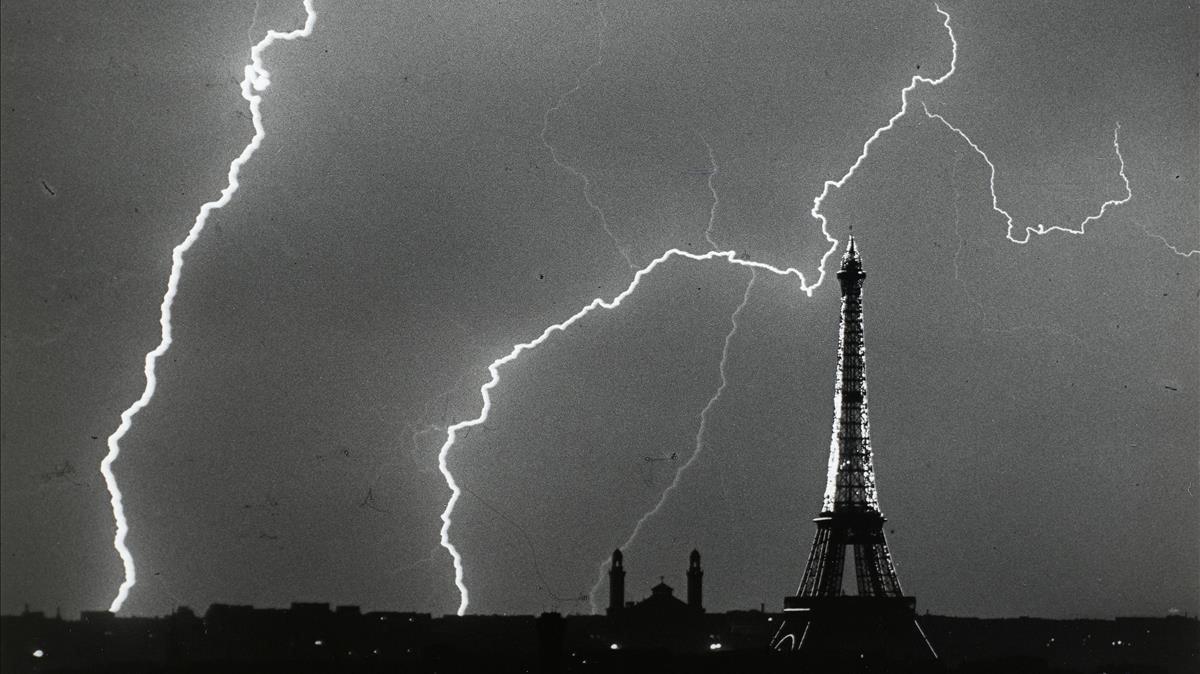 'París, en verano, una tarde de tormenta' (1925), fotografía de André Kertész de la colección del Centre Pompidou.