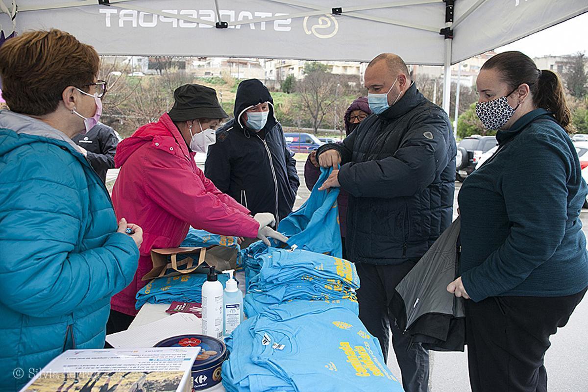 Venta de camisetas de la caminata solidaria virtual contra el cáncer 2021 en Parets