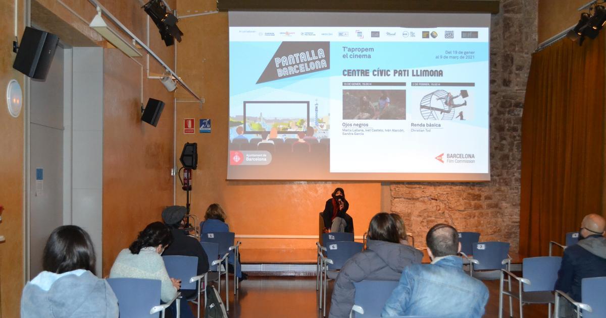 Presentación de un filme del ciclo, la semana pasada en el Centre Cívic Pati Llimona.