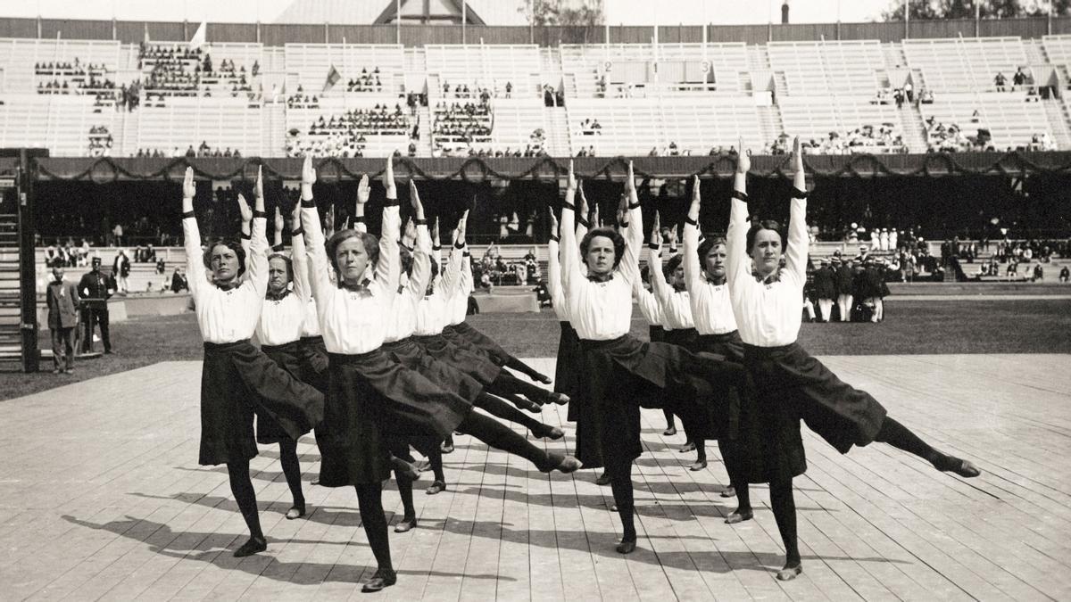 El equipo de gimnasia noruego durante los Juegos Olímpicos de 1912 en Estocolmo.