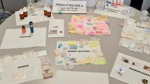 Foto cedida por los Mossos d'Esquadra de las diferentes sustancias intevenidas