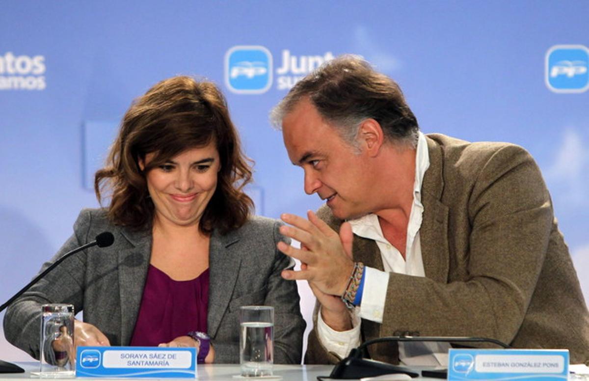González Pons y la vicepresidenta del Gobierno, Soraya Sáenz de Santamaría, el 26 de octubre.