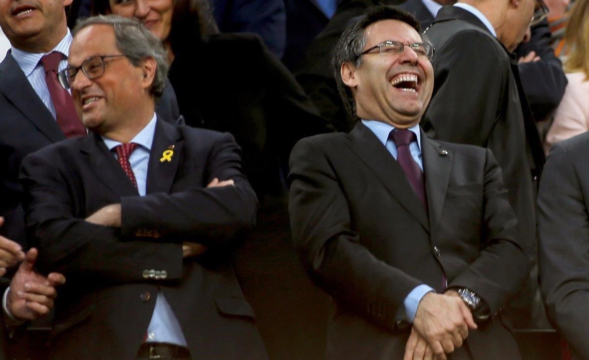 Quim Torra y Josep Maria Bartomeu, en el palco del Camp Nou, el año pasado.