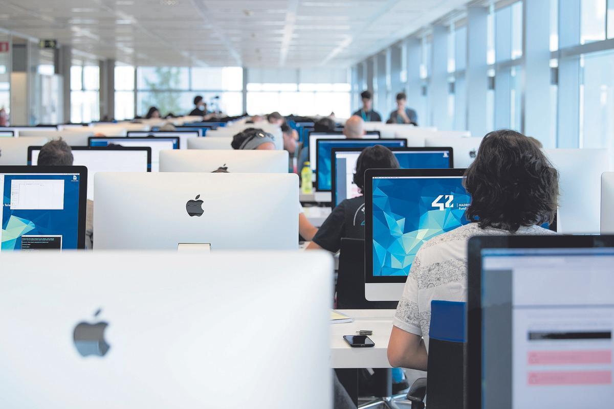 Lánzate a las profesiones digitales del futuro en 42 Barcelona