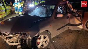 Un mort i quatre ferits en una col·lisió entre un turisme i un camió a Madrid