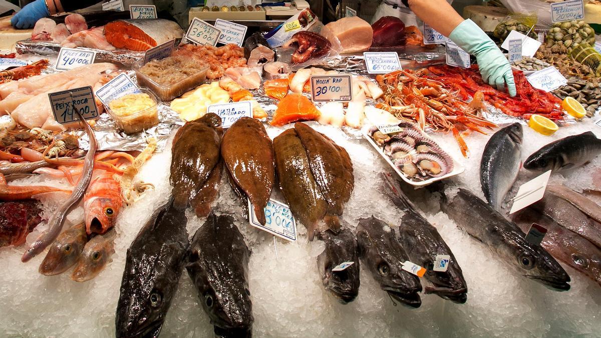 Puesto de pescado en el mercado Galvany de Barcelona.