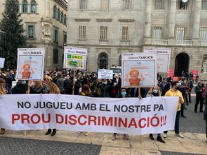 Manifestación del sector del juego en la plaza de Sant Jaume.