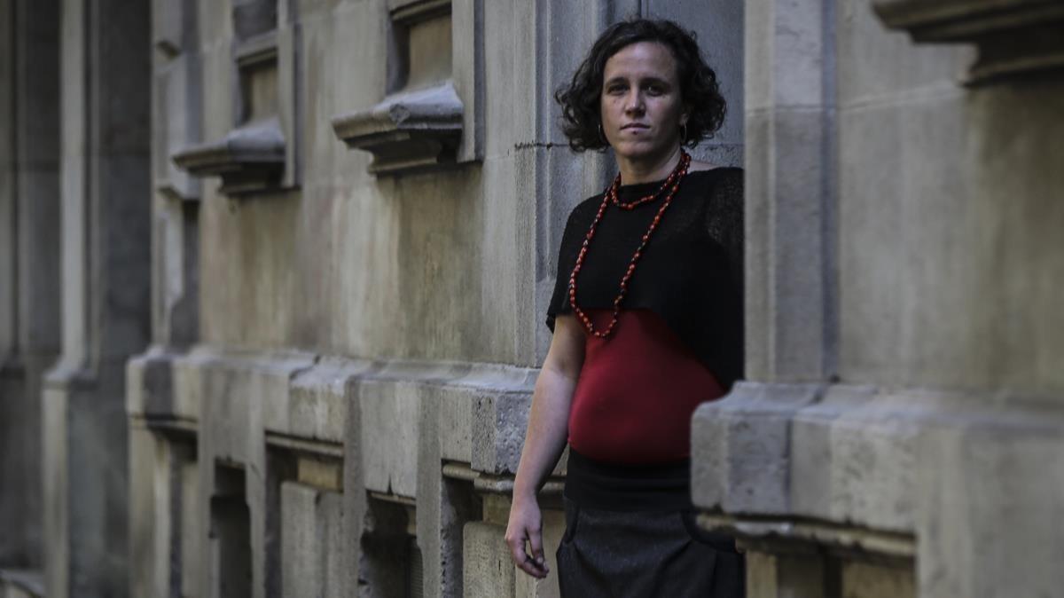 Mireia Parera, miembro de la cooperativa Perviure, asesora a personas que se agrupan en proyectos de covivienda.