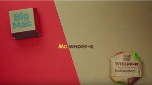 La cadena Burger King lanza una propuesta a McDonald's, el 'McWhopper'.