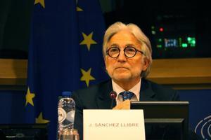 El presidentede Foment del Treball, Josep Sánchez Llibre, en un acto del Parlamento Europeo.