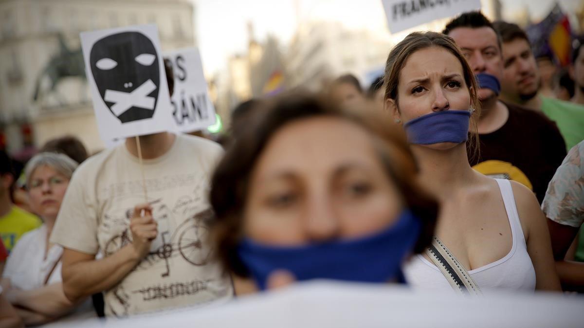 Manifestación contra la 'Ley Mordaza' en la Puerta del Sol de Madrid, en una imagen de archivo de junio del 2015.