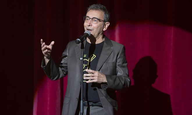 Enric Magoo, director artístico del Festival, agradeciendo la asistencia a los espectadores al inicio de la Gala Internacional. La sesión del domingo por la tarde fue grabada por TV3, para una posterior emisión.