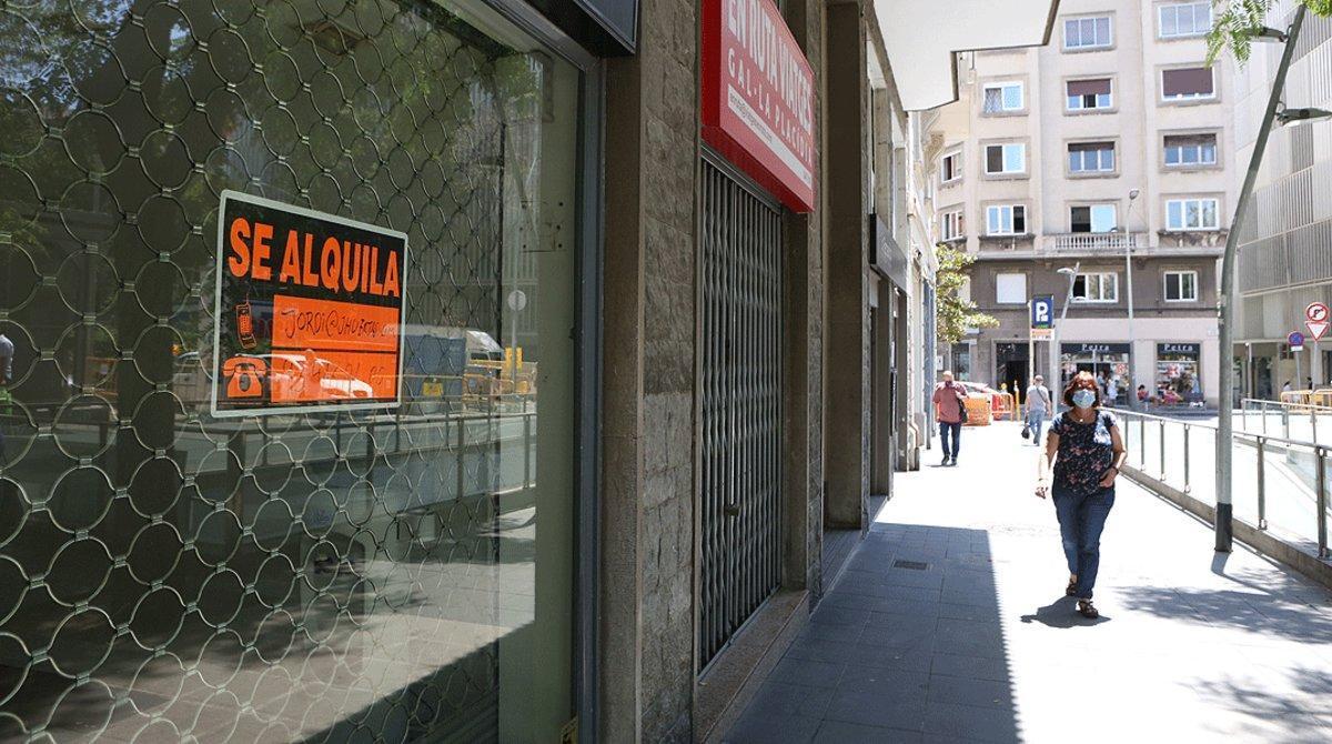 Negocios cerrados en una calle de Barcelona, el pasado 30 de julio.