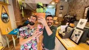 Gilbert Ramírez y Carlos Márquez, dueños de Cactuscat Bar, recientemente elegido el mejor restaurante vegano del mundo.