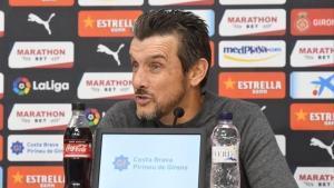 Unzué, en la imagen en la sala de prensa del Girona, se confiesa decepcionado por la decision del club