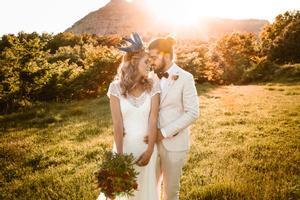 A l'aire lliure, espontanis, minimalistes, distingits... totes les tendències que marcaran els casaments el 2021