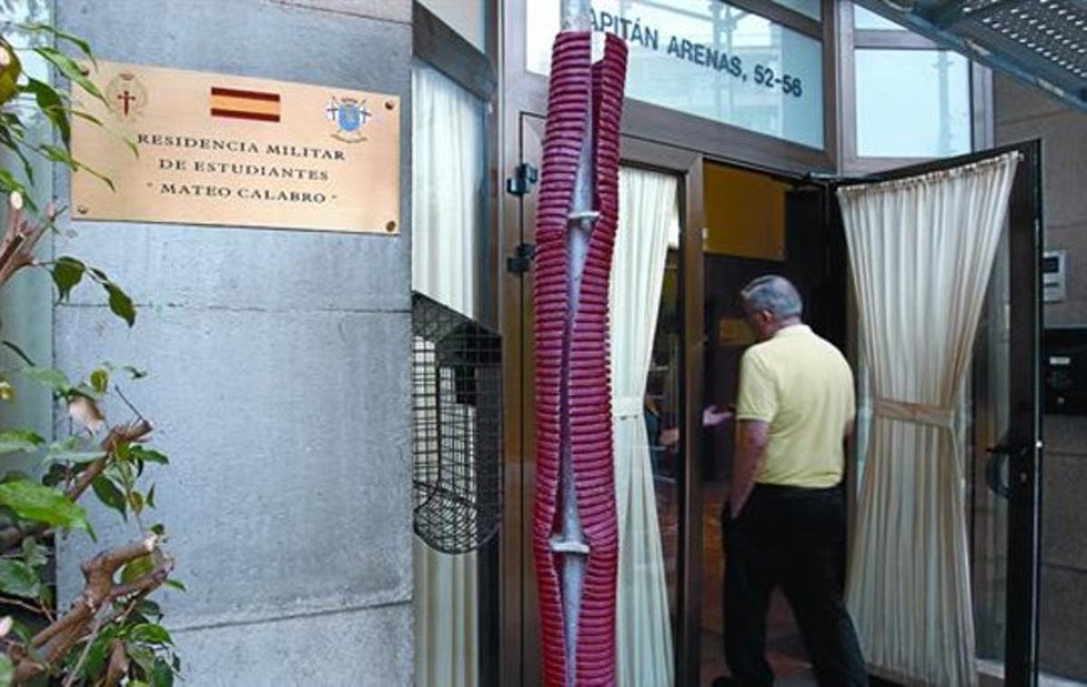 La entrada de la residencia de Sarrià-Sant Gervasi, con la nueva denominación, el jueves.