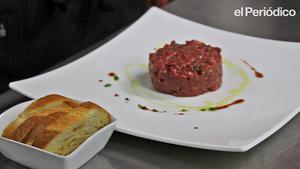Així fa Dani Lechuga, del restaurant Bardeni, la recepta de l''steak tartar'.