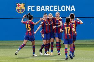Las jugadoras del Barça celebran el segundo tanto logrado en el estadio Johan Cruyff.